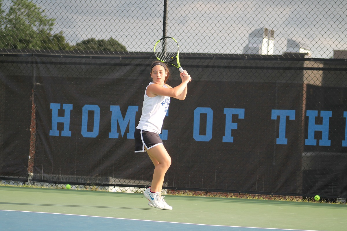 Roslyn notched a 7-0 win over Manhasset in a Conference I showdown on Thursday afternoon, sweeping all seven courts to improve to 3-1 on the season.