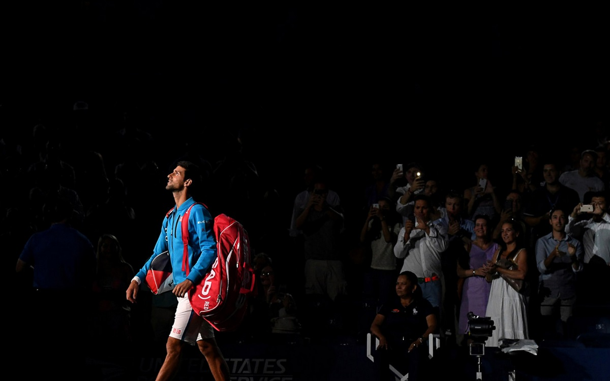 Novak Djokovic overcame a stiff neck to advance at the Western & Southern Open on Monday.