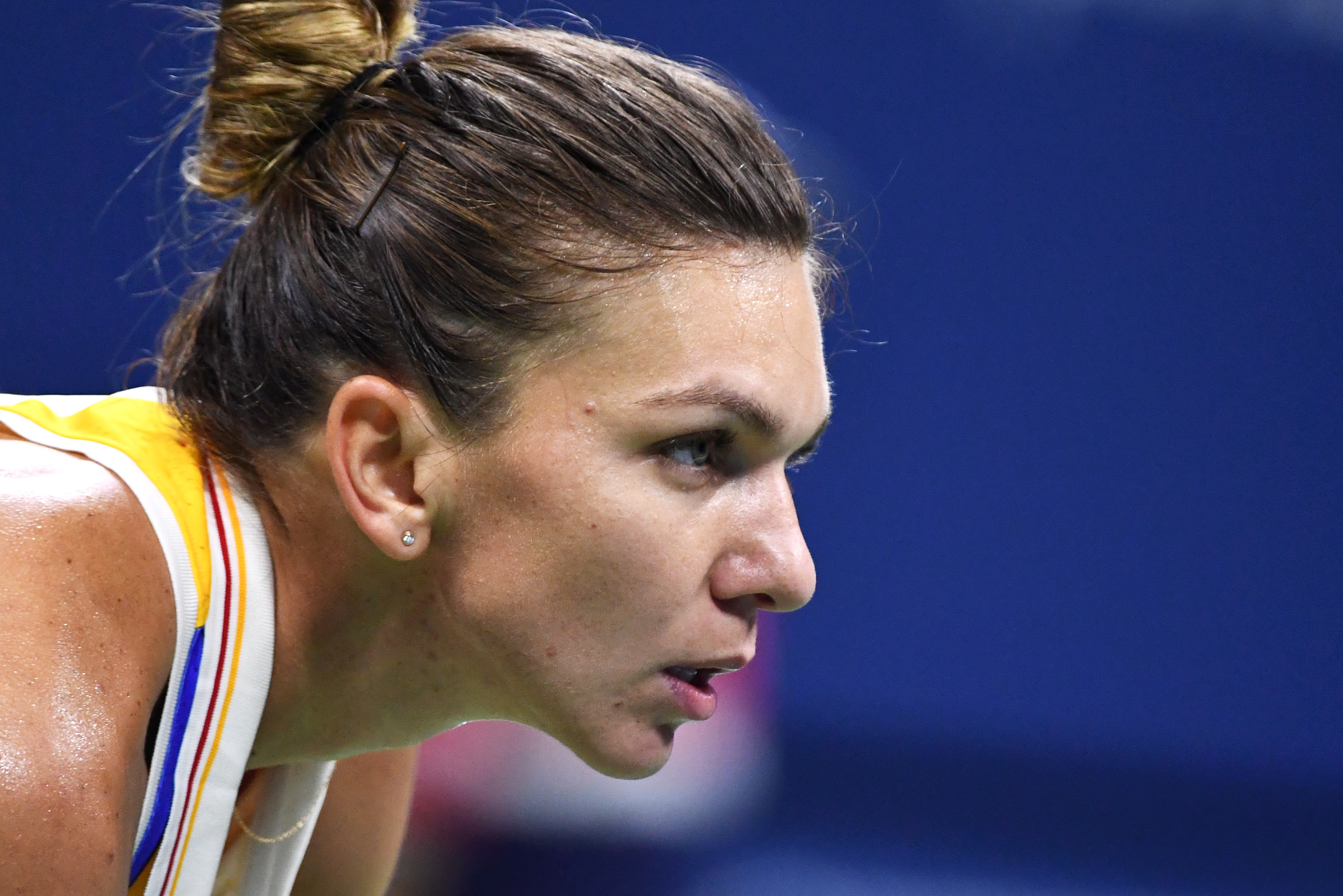 Top-seeded Simona Halep advanced to the semifinals in Paris on Wednesday, coming back to defeat the number 12 seed, Angelique Kerber, 6-7(2), 6-3, 6-2 in two hours and 14 minutes