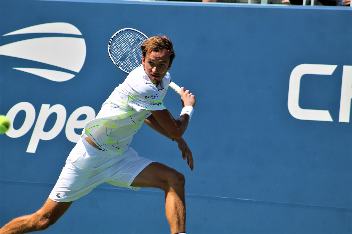 Daniil Medvedev, the No. 5 seed, will take on 2016 champion Stan Wawrinka for a spot in the US Open semifinals.