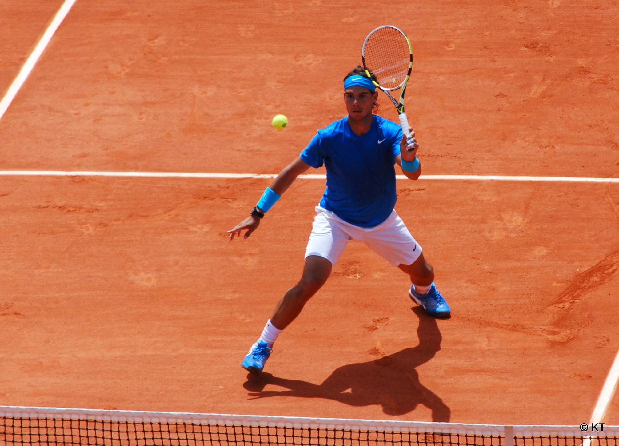 World number one Rafael Nadal returned to the courts of Roland Garros Thursday after rain shortened his quarterfinals encounter with the 11th-seeded Diego Schwartzman of Argentina Wednesday