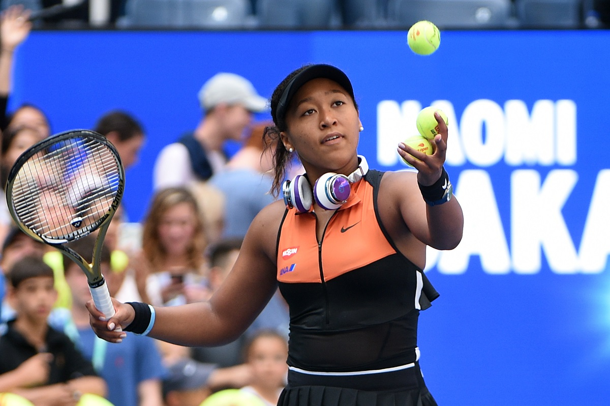 2018 U.S. Open champion Naomi Osaka bulldozed her way into the third-round of this year's tournament on Wednesday night, defeating Italy's Camila Giorgi 6-1, 6-2.