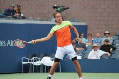 Alexandr Dolgopolov rolled past Viktor Troicki in straight sets in a U.S. Open third round match on Saturday afternoon.