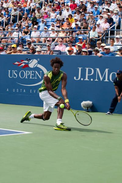 Frenchman Gael Monfils made a successful return to action at the Moselle Open in Metz, defeting Belgium's Olivier Rochus 6-3, 6-2 in a little over an hour