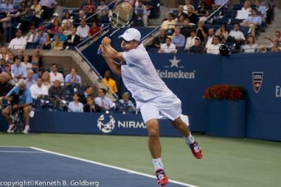 On Wednesday at the U.S. Open, American Andy Roddick and the number seven seeded Juan Martin del Potro continue their match at 6-6(1) for a spot in the quarterfinals after rain washed out Tuesday's action