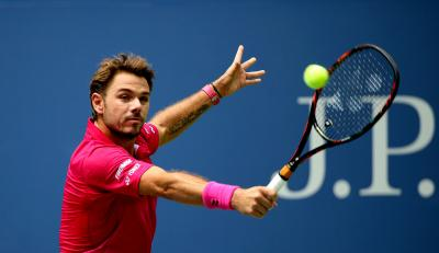 Stan Wawrinka hung on to beat Dominic Thiem on Thursday, reaching the semifinals of the BNP Paribas Open in Indian Wells, Calif.