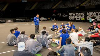 Legendary tennis coach Nick Bollettieri speaks to kids during the 2019 New York Tennis Expo.