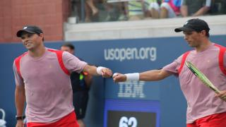 Bob and Mike Bryan won the Delray Beach Open doubles title for the fifth time in their careers on Sunday, defeating a different pair of brothers, Ken and Neal Skupski, 7-6(5), 6-4.