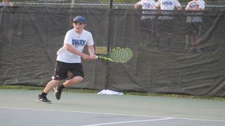 Mikey Weitz won at second singles to clinch Roslyn's 4-3 victory over Syosset on Thursday.